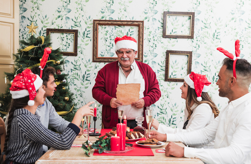 How to turn your newspaper into a Christmas newsletter - Happiedays