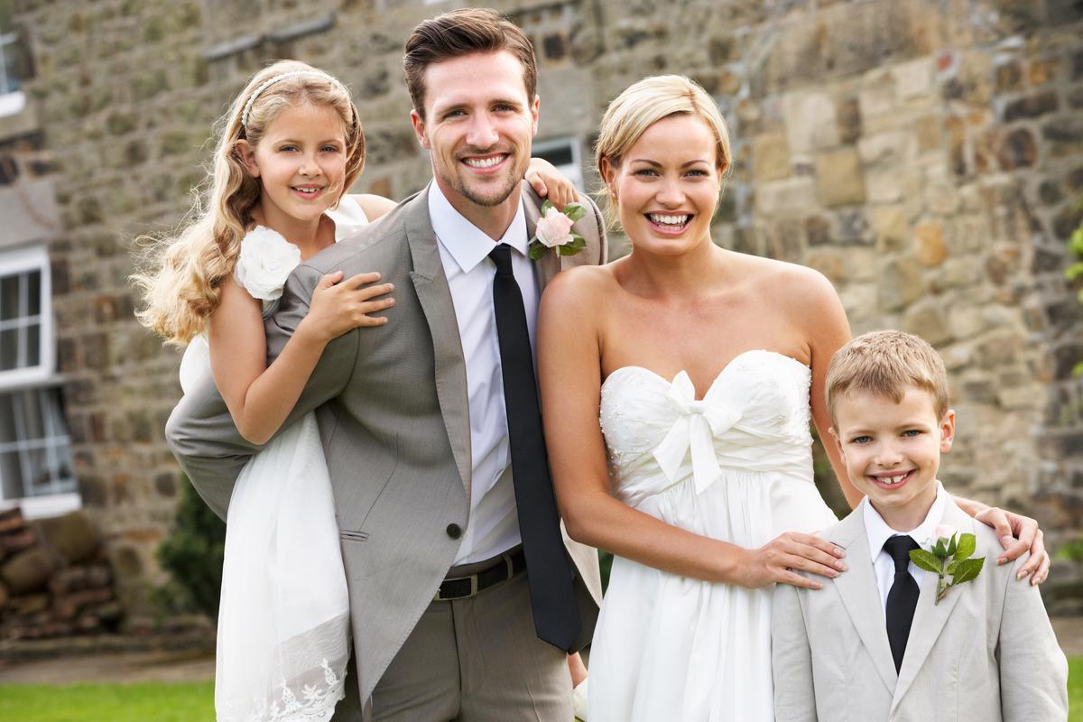 Make a wedding newspaper as a souvenir - Happiedays